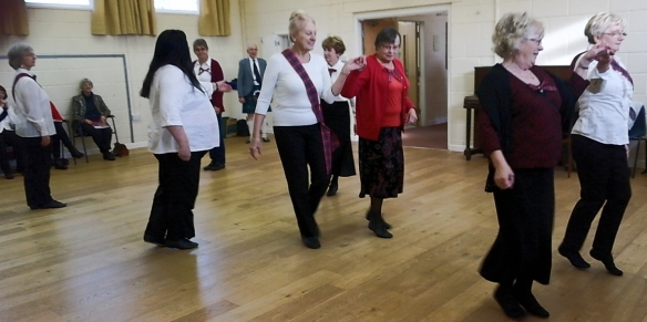 dancing-twisting-bobbins